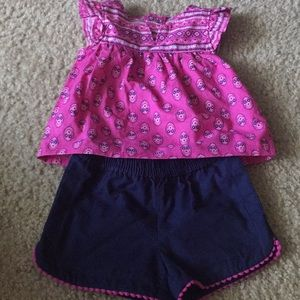 1 pair of Carter outfit. It's a cutie.